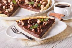 Chocolade scherp met hazelnoot en koffieclose-up horizontaal Stock Foto's