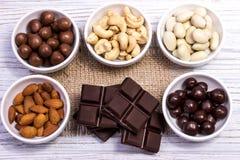 Chocolade, suikergoed, rozijnen, noten Stock Fotografie