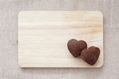 Chocolade Valentine Cake op houten lijst Stock Fotografie