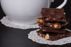 Chocolade, Zwarte Koffie in Witte Kop Royalty-vrije Stock Fotografie