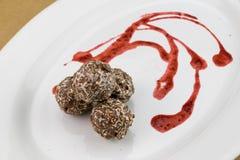 Chocoladebal/Zoete chocolade gemengde hazelnoot en okkernoot Royalty-vrije Stock Afbeelding