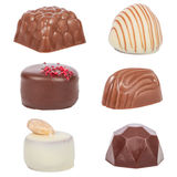 Chocoladebonbons, akabonbons of truffels op wit worden geïsoleerd dat Royalty-vrije Stock Afbeelding