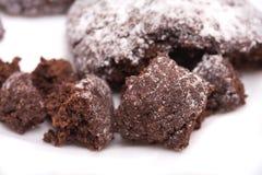 Chocoladebruine koekjesstukken stock afbeelding