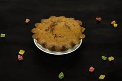 Chocoladecake en gekonfijte vrucht op een dichte oppervlakte Royalty-vrije Stock Fotografie