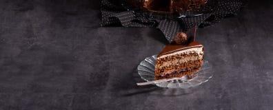 Chocoladecake - Luchtig koekje en een room van room en chocolade stock foto's