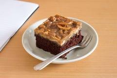 Chocoladecake met Notenkaramel Stock Foto