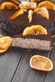 Chocoladecake met room en profiterole Royalty-vrije Stock Foto's