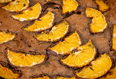 Chocoladecake met sinaasappelen Royalty-vrije Stock Afbeelding