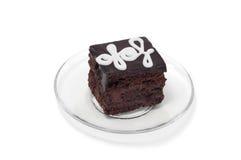 Chocoladecake met witte room op plaat Royalty-vrije Stock Afbeeldingen