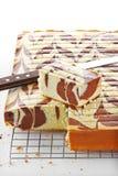 Chocoladecake in metaaldienblad Royalty-vrije Stock Afbeeldingen