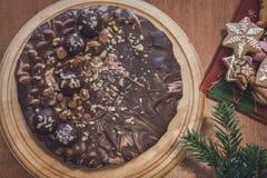 Chocoladecake voor Kerstmis wordt gemaakt die Royalty-vrije Stock Afbeeldingen