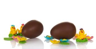 Chocoladeeieren en de zoete juwelen royalty-vrije stock foto