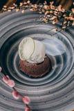 Chocoladefondantje met roomijs Stock Afbeeldingen