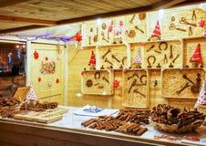 Chocoladeinstrumenten op box bij de Vilnius-Kerstmismarkt Stock Afbeelding