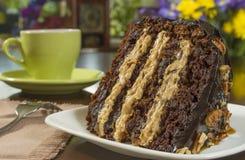 chocoladekaramel en pecannootcake Stock Foto's