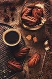 Chocoladekoekjes in de vorm van shells, Madeleine, en een kop o Royalty-vrije Stock Foto