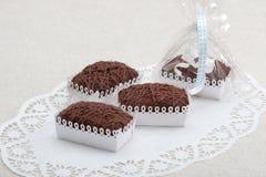 Chocoladekoekjes in decoratieve dozen royalty-vrije stock afbeelding