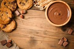Chocoladekoekjes en ingrediënten - Hoogste mening Royalty-vrije Stock Afbeeldingen