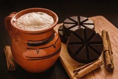 Chocolademexicano, kop van Mexicaanse chocolade traditioneel van oaxaca Mexico royalty-vrije stock fotografie