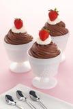 Chocolademousse met Slagroom en Aardbeien Royalty-vrije Stock Afbeelding