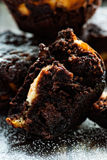 Chocolademuffin over donkere achtergrond Royalty-vrije Stock Foto