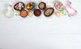 Chocoladepaaseieren en snoepjes Pasen royalty-vrije stock afbeelding