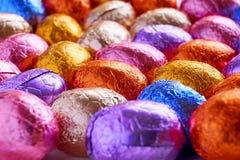 Chocoladepaaseieren in folie worden verpakt die royalty-vrije stock foto