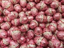ChocoladePaaseieren in het Kleurrijke Folie Verpakken royalty-vrije stock foto