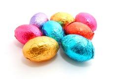Chocoladepaaseieren op witte achtergrond Royalty-vrije Stock Foto's