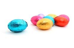 Chocoladepaaseieren op witte achtergrond Royalty-vrije Stock Afbeelding