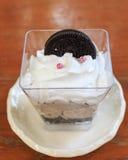 Chocoladeparfait gelaagd dessert met koekjes en mousse stock afbeeldingen