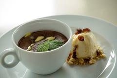 Chocoladeparfait met roomijs Royalty-vrije Stock Foto
