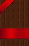 Chocoladereep die in rode zijdebanner wordt verpakt Royalty-vrije Stock Fotografie