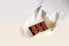 Chocoladereep met melkplons Stock Fotografie