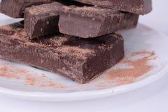 Chocoladerepen op een plaat Stock Foto's