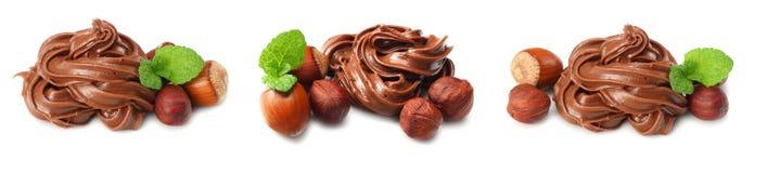 chocoladeroom met hazelnoot op witte achtergrond wordt geïsoleerd die royalty-vrije stock foto