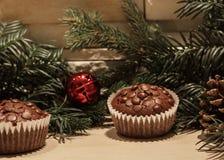 Chocoladeschilfer twee cupcakes royalty-vrije stock afbeelding