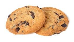 Chocoladeschilferkoekjes die op witte achtergrond worden geïsoleerde Zoete koekjes Eigengemaakt gebakje stock afbeelding