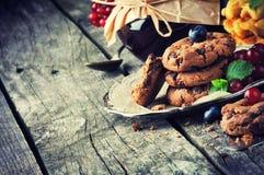 Chocoladeschilferkoekjes en jam Royalty-vrije Stock Afbeelding