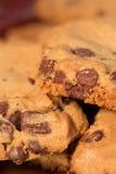 Chocoladeschilferkoekjes op plaat Stock Foto