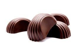 Chocoladesuikergoed op een wit wordt geïsoleerd dat Royalty-vrije Stock Afbeeldingen