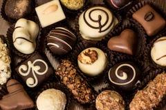 Chocoladesuikergoed van diverse vormen Stock Afbeeldingen