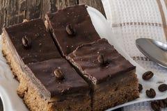 Chocoladetaartjes met koffiebonen Stock Fotografie