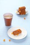 Chocoladetruffels met gekonfijte vruchtkubussen Stock Afbeeldingen