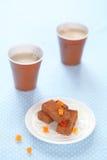 Chocoladetruffels met gekonfijte vruchtkubussen Stock Foto's