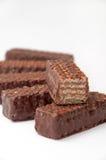 Chocoladewafeltje en plak van wafeltje op een stapel Stock Foto