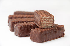 Chocoladewafeltje en plak van wafeltje op een stapel stock afbeeldingen