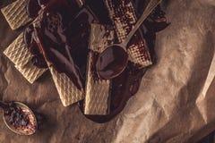 Chocoladewaffers op de houten achtergrond Stock Foto's
