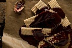 Chocoladewaffers op de houten achtergrond Royalty-vrije Stock Fotografie