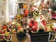 Chocoladewinkel in Brugge, België, vóór Kerstmis, grote chocolatvader Christmas royalty-vrije stock foto